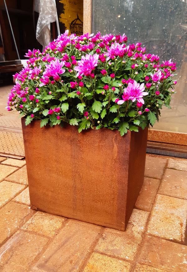 Vaso per fiori in corten