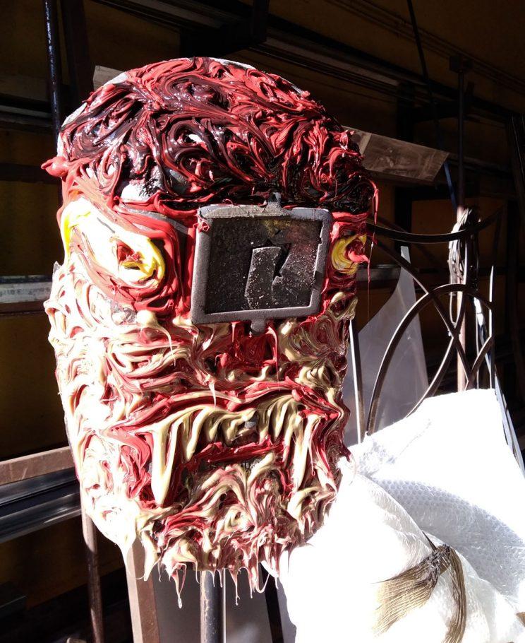 Maschere da saldatura decorate.